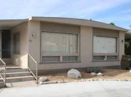 Roadrunner Club 111 Home, hotel in Borrego Springs