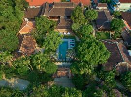Ancient Huế Garden Houses, hotel with jacuzzis in Thôn Dương Xuân Hạ