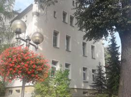 """Apartament """"Kościuszko"""", hotel in Szczawno-Zdrój"""
