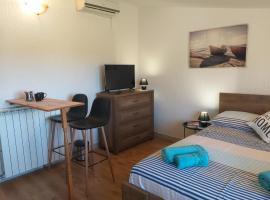 Peaceful studio, hotel near Pula Airport - PUY,