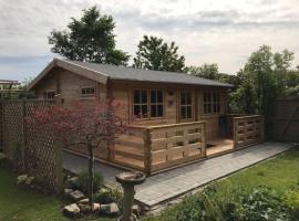 Log cabin near historic Chester, hotel near Countess of Chester Hospital, Chester