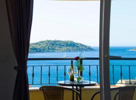 A lovely and cozy room with a breathtaking view, leilighet i Vis