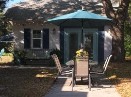 Guesthouse of 1923 Bungalow, holiday home in Palm Harbor
