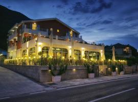 Hotel Ellena, отель в Херцег-Нови