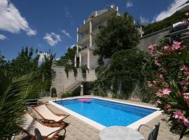 Apartments and rooms with a swimming pool Brela, Makarska - 6828, hotel with pools in Brela