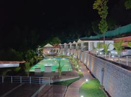 THE NIHAL RESORT, hotel with pools in Mahabaleshwar