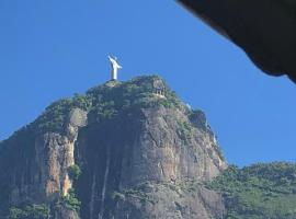 Christ and Lagoon View in a Beautiful Apartment, hotel in Rio de Janeiro