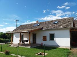 Orbán vendégház, country house in Kővágóörs