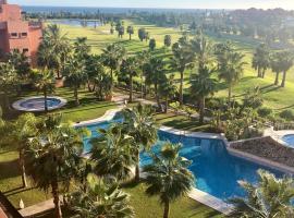 Ático Playa Granada Golf + Piscina con jacuzzi, hotel in Motril