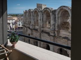 Studio avec balcon donnant sur les Arènes d'Arles, apartment in Arles