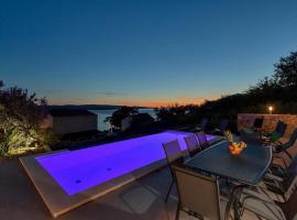 Villa Nima, hotel with pools in Brela