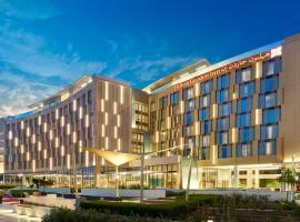 Hilton Garden Inn Muscat Al Khuwair, отель в Маскате