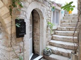 Phaedra Apartment, hotel in Trogir