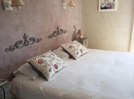 Le Crillon, hotel near Abbaye de Senanque, Murs