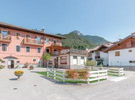 """Ledro Lake Suite """"Pur"""", Hotel in Mezzolago"""