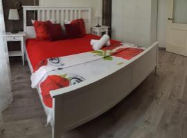 2 комнатная элитная люкс ЖК Шахристан возле ТРЦ Мега центр, hotel in Almaty
