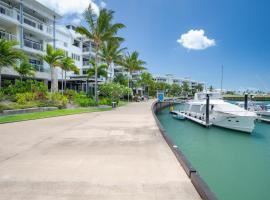 Luxury Marina View Apartment, hotel in Airlie Beach