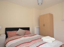 London Deluxe Four Bedroom House, apartment in Dagenham