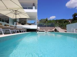 New apartment with swimming pool near the beach, luxury hotel in Ičići