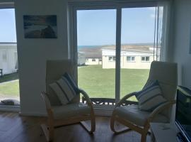 Chalet 18 Widemouth Bay Holiday Village, cabin in Bude