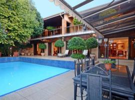 27A on Angus, hotel near Huddle Park Golf & Recreation, Johannesburg
