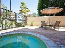 La Quinta by Wyndham NE Long Beach/Cypress, hotel near Rancho Los Alamitos Historic Ranch & Gardens, Hawaiian Gardens