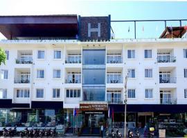 Silver Oak Hotel, hotel in Mysore
