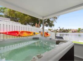 Lake Life - 3/2 lake House With Hot Tub And Kayaks, vacation rental in Fort Lauderdale