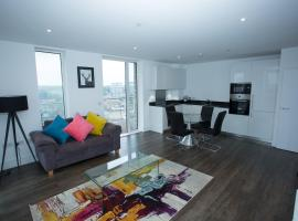 HIGH VIEW TWO BEDROOM APARTMENT IN WOOLWICH, hotel in London