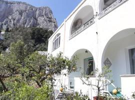 Villa Striano Capri - Guest House - Rooms Garden & Art, hotel in zona Marina Piccola, Capri