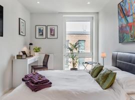 Slick Suite in a Waterside West-London Development, hotel near Osterley Park, Brentford