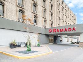 Ramada by Wyndham Saskatoon, hotel near J G Diefenbaker Airport - YXE, Saskatoon