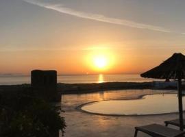Thea Luxury Resort, hotel in Fira