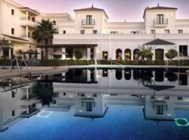 Hotel Doña Lola Zahara, מלון בסהרה דה לוס אטונס