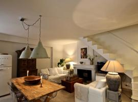 Casa Miele historic spacious house in central location, hotel in Varenna