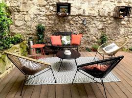 T2 centre ville avec extérieur, hotel near Court of First Instance of Avignon, Avignon