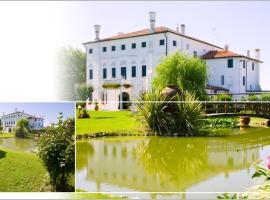 Villa Dei Dogi, hotel poblíž významného místa Aquafollie – Parco Acquatico, Caorle