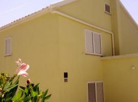 Apartments Katica Novalja, guest house in Novalja