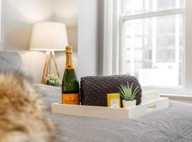 Luxury Business Class Apt - Heart of D/town Atlanta w/ parking!, apartment in Atlanta