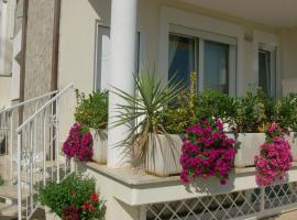 Nice villa only 100m from the beach, hotel in Fregene