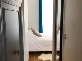 L'appartement Coeur de Versailles - quartier Notre-Dame, hotel económico en Versalles