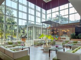 Radisson Blu Plaza Hotel Hyderabad Banjara Hills, luxury hotel in Hyderabad