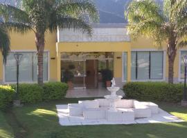 Hotel Don Oresttes, hotel in La Carrera