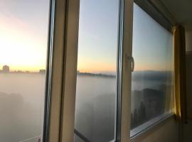 Fantastic View on Chisinau Center and Two Botanical Gardens - 2BR, hotel near Dendrarium Botanical Garden Chisinau, Chişinău