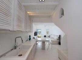 Luxury White Maisonette, hotel in Kalafatis