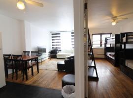 Great Astoria Apartment - 10 min to Manhattan and LGA - Sleeps 4!, apartment in Queens