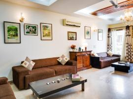 Hostie Aarna-4 BR apt near Moolchand/Apollo, S. Delhi, apartment in New Delhi