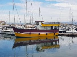 Pillirina House-boat, hotel in Marzamemi