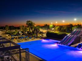 Le Camping les Champs Blancs, hotel in Agde
