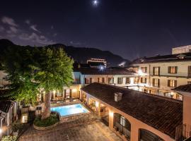 Albergo Le Due Corti، فندق في كومو